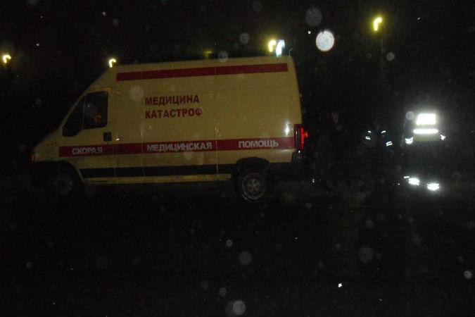 Автомобиль медицины катастроф на трассе Холмогоры насмерть сбил пешехода
