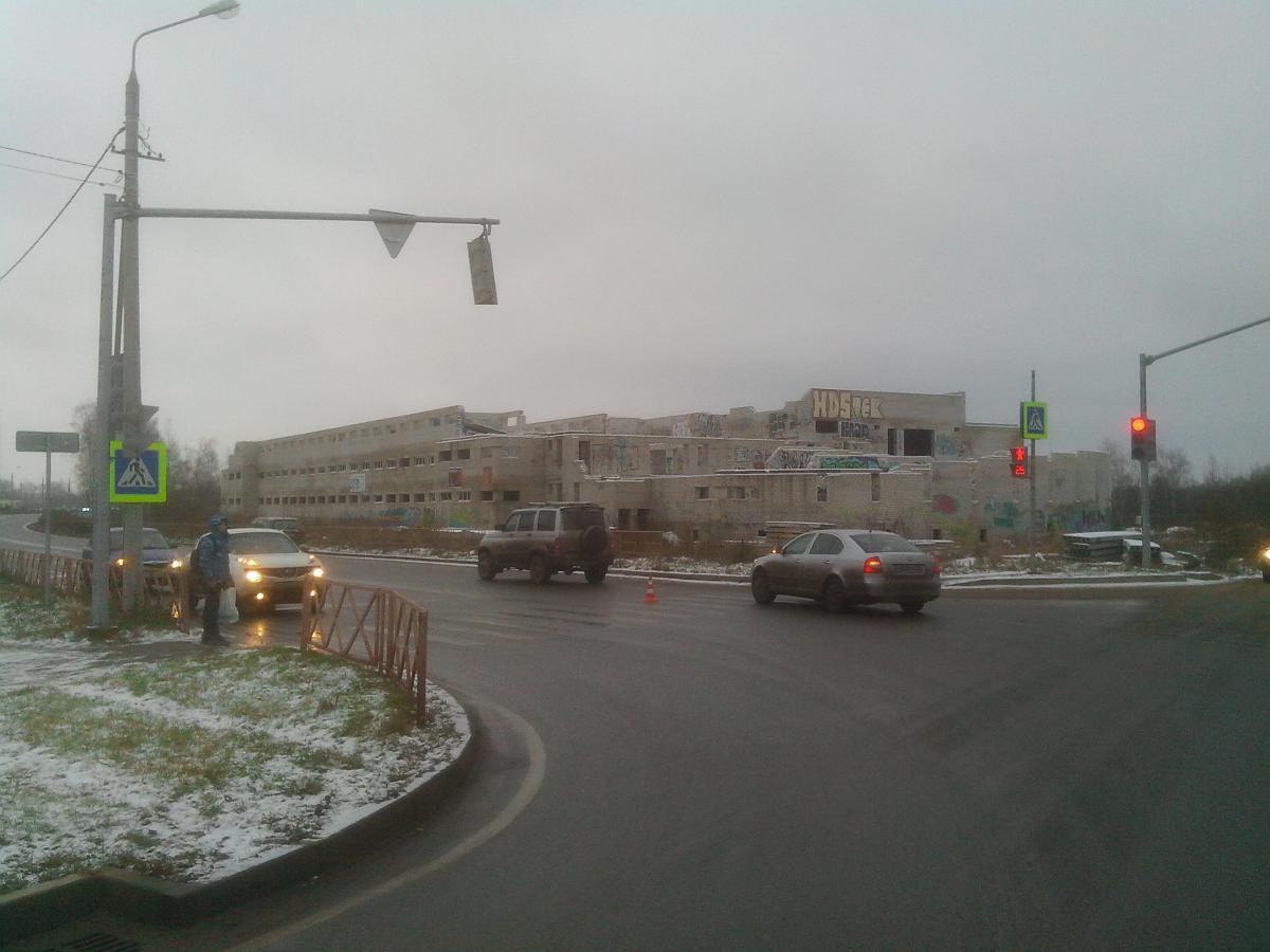 В Заволжском районе водитель на «Фольксвагене» на зебре сбил школьника