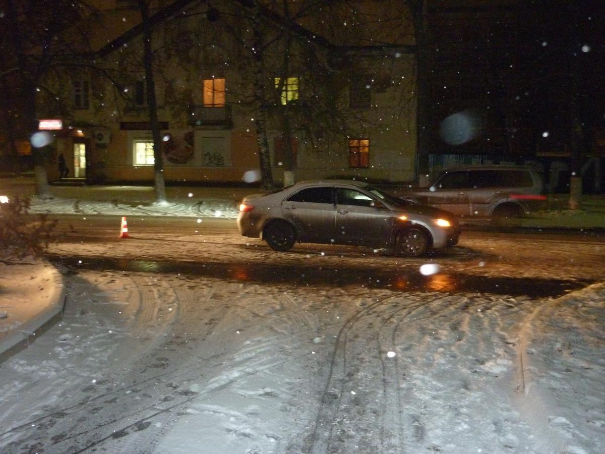 В Ленинском районе под колеса автомобиля угодила 12-летняя девочка