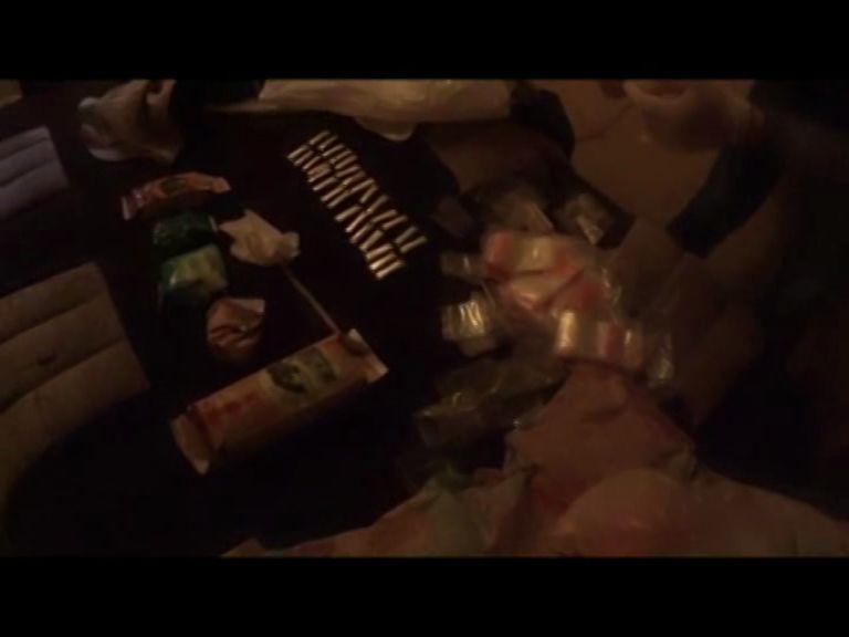 Наркополицейские изъяли около килограмма наркотиков