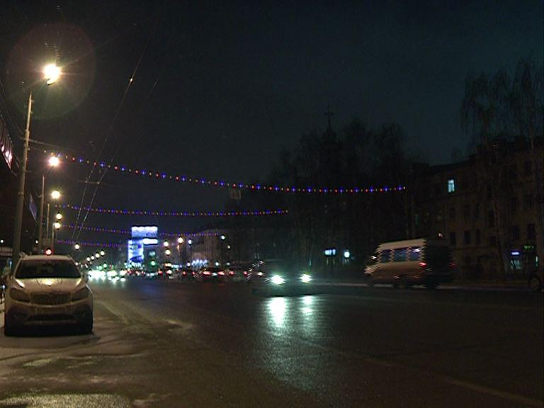 Новогодняя иллюминация стала появляться на улицах