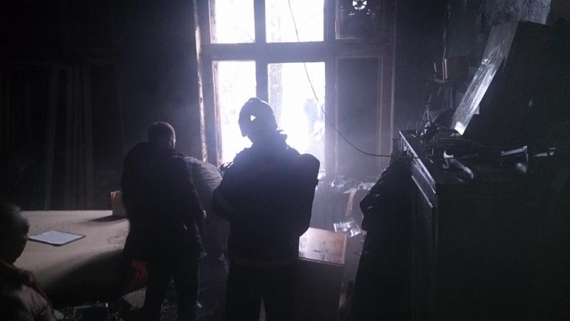 Из-за пожара в столярной мастерской эвакуировали всех учащихся школы №78