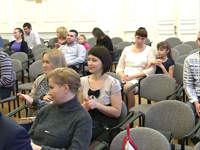 Двадцать девять молодых семей Ярославля получили жилищные сертификаты