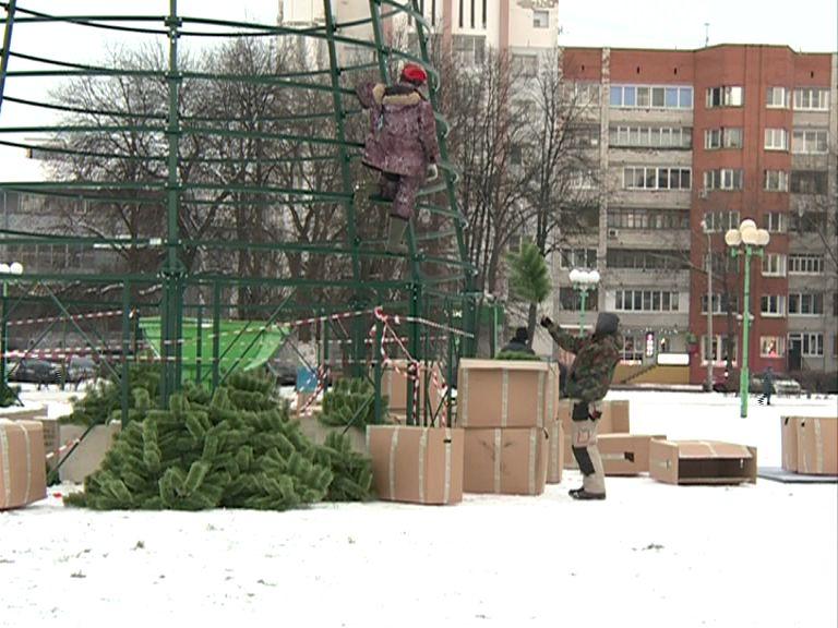 Главная елка Ярославля установлена на площади Юности