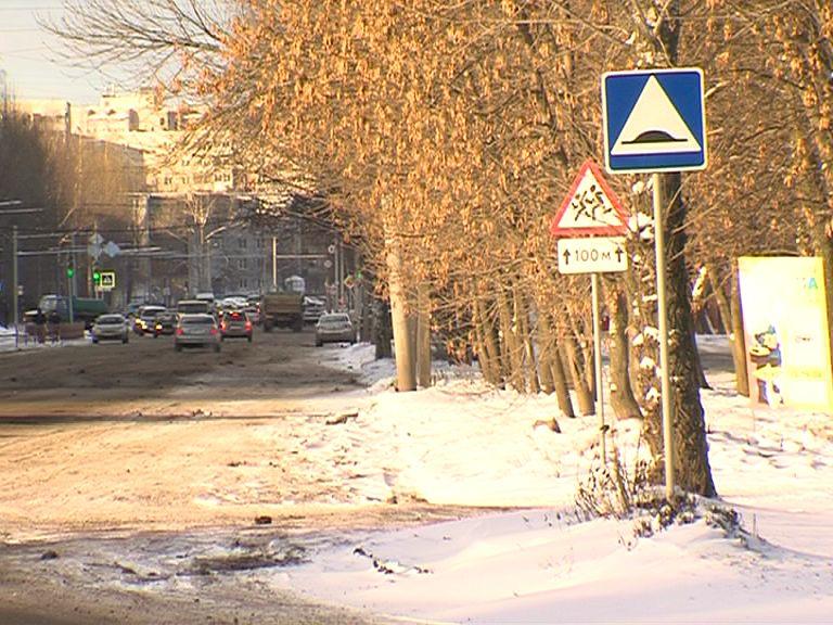 Сотрудники ярославского ГИБДД проверили состояние пешеходных переходов в Брагине