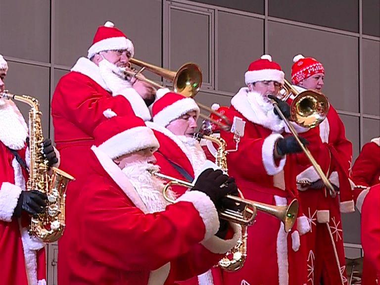 В Рыбинске в субботу собрались более 1500 Дедов Морозов