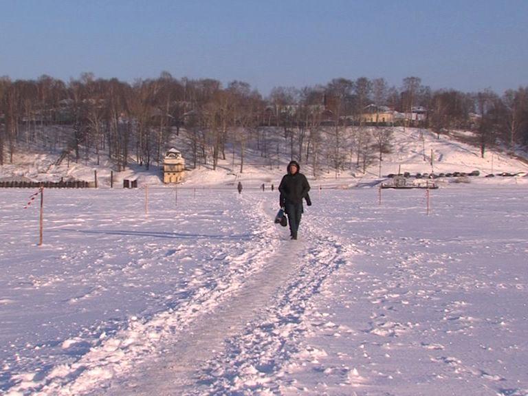 В Тутаеве открыли пешую ледовую переправу через Волгу