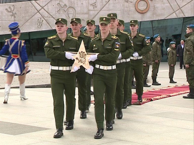 Сразу две звезды засверкали сегодня на аллее космонавтов в Ярославле