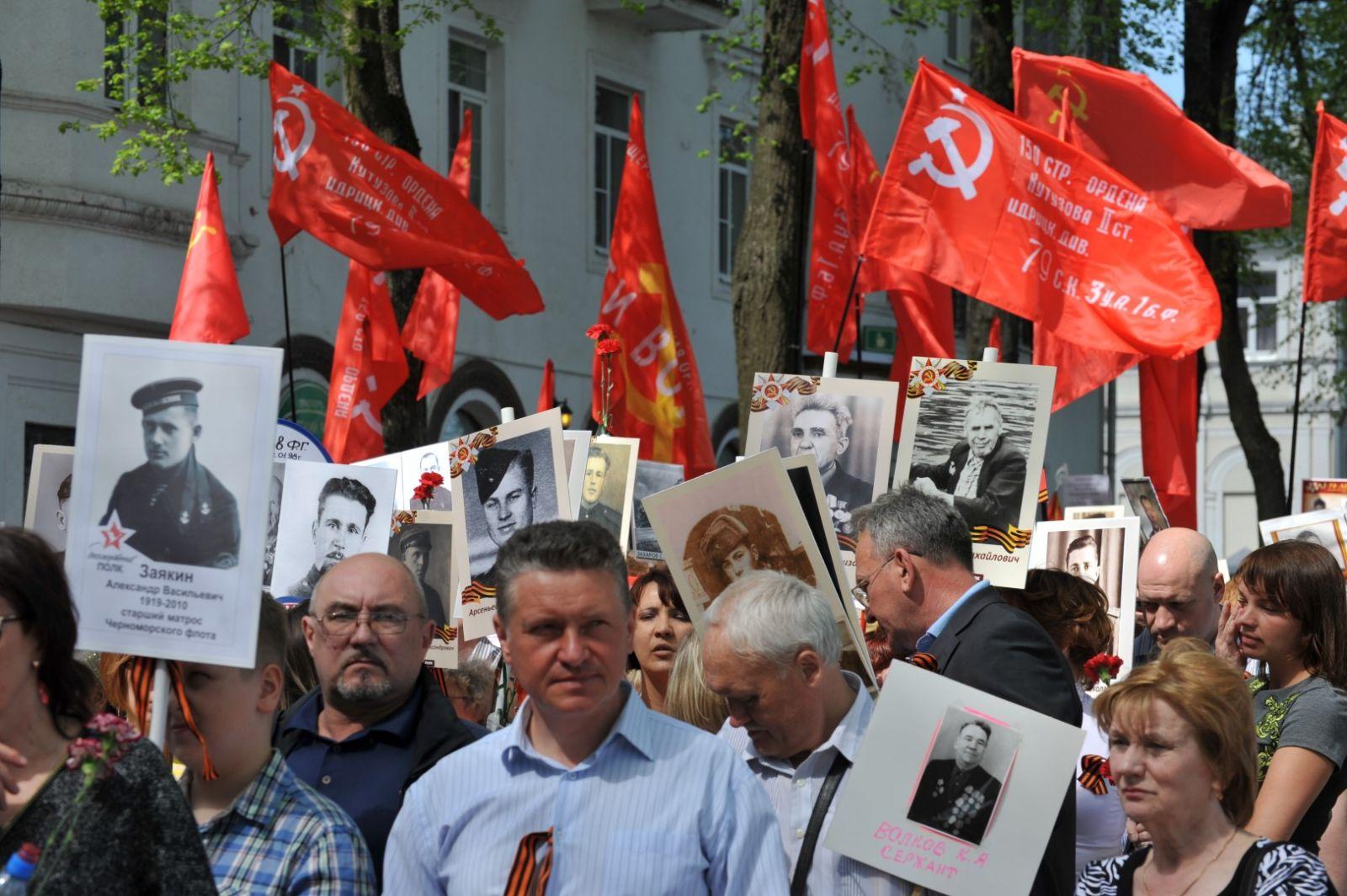 ФОТО: 15 тысяч ярославцев выстроились в «Бессмертный полк»