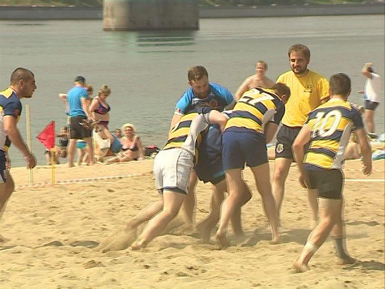 На пляже в Тверицах прошел турнир по регби