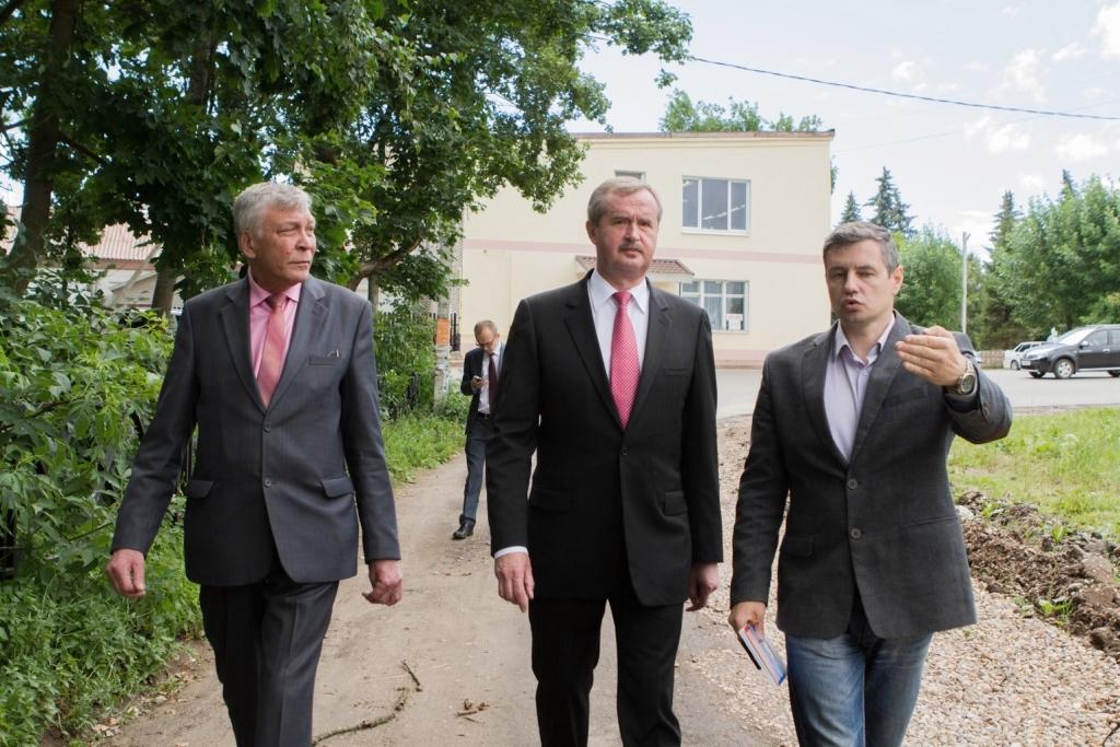 Александра Князьков проверил реализацию программы «Обустроим область к юбилею» в Большом селе