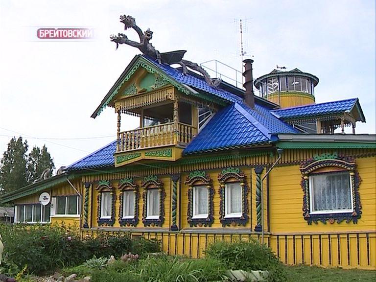 Умелец из деревни Дурасово на крыше дома «поселил» Змея Горыныча