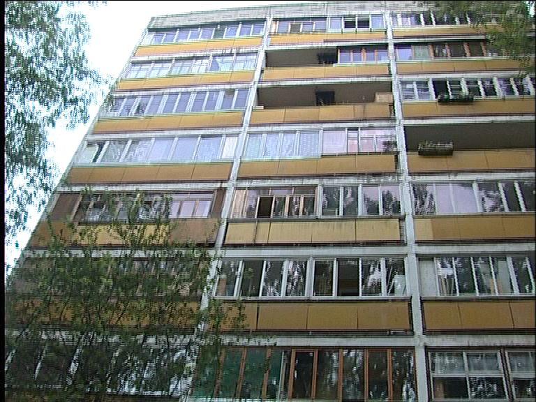 В Дзержинском районе 78-летняя пенсионерка выбросилась с 7-го этажа