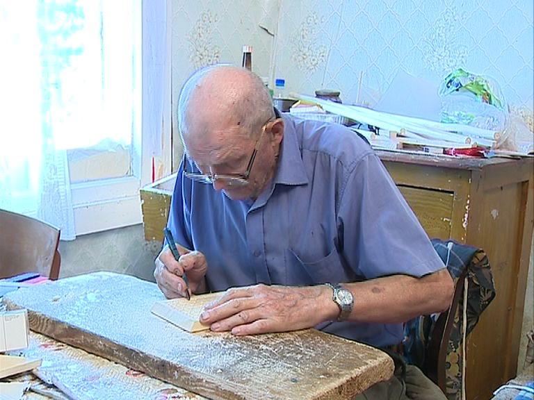 Мастер из Кукобоя делает уникальные поделки из дерева