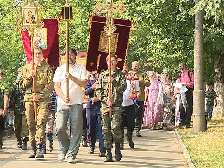 Ярославские казаки прошли крестным ходом по центральным улицам города