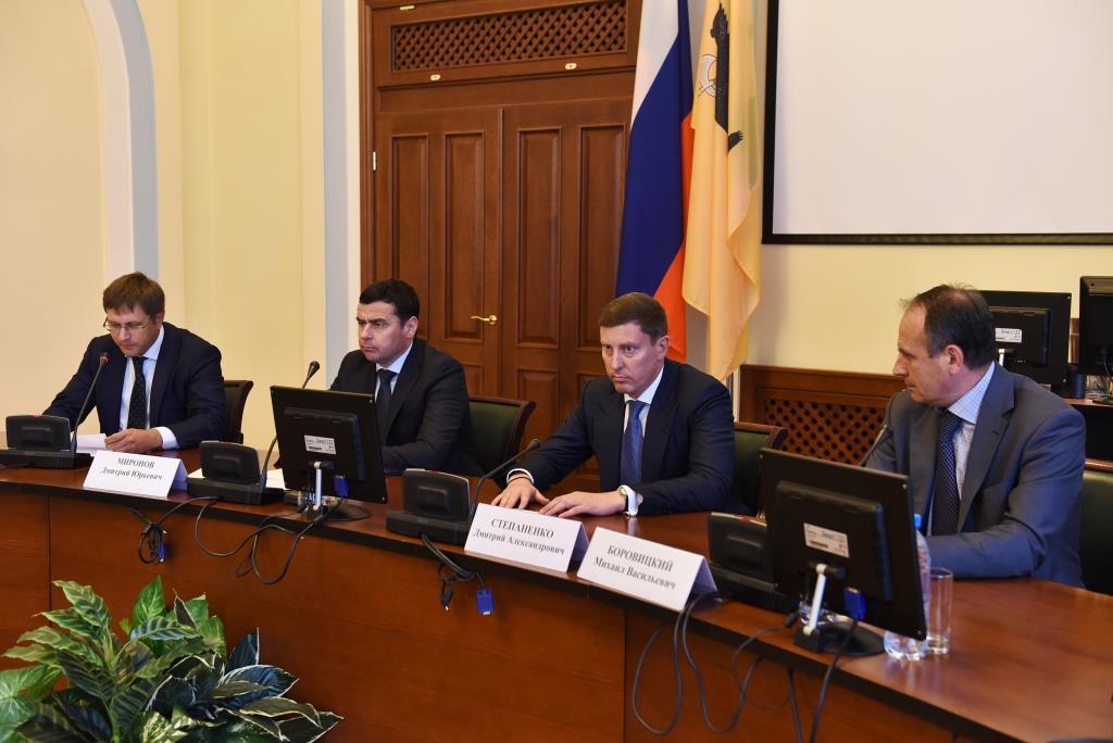 Дмитрию Степаненко поручено представить новую организационно-штатную структуру правительства области