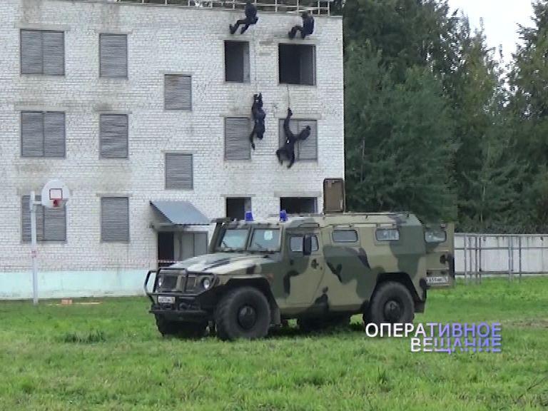 Бойцы областного ОМОНа провели показательные выступления