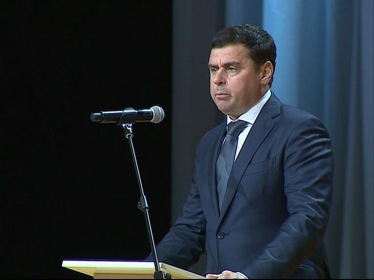 Дмитрий Мировнов вручил лучшим педагогам награды