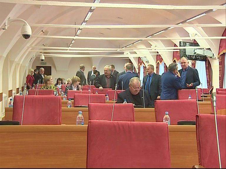 В Ярославской областной Думе обсуждают главный финансовый документ региона