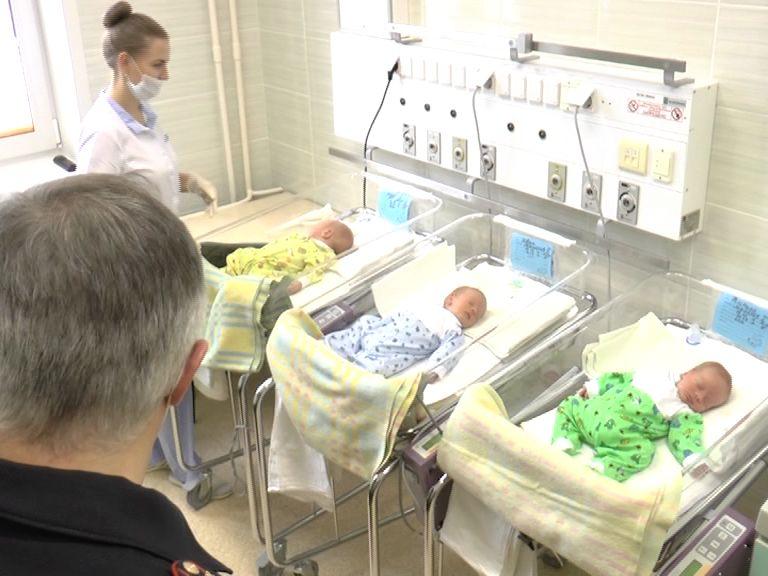 В ярославском перинатальном центре родились мальчики-тройняшки