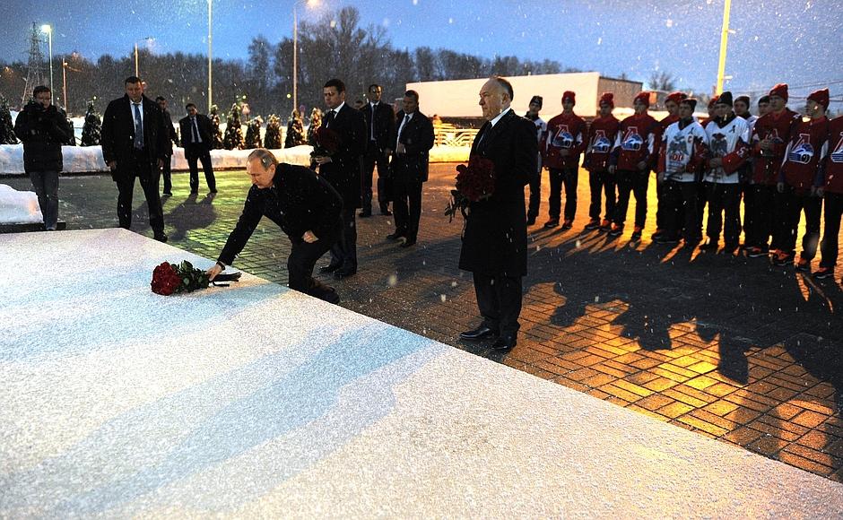 ФОТО: Владимир Путин почтил память погибшей команды «Локомотив»