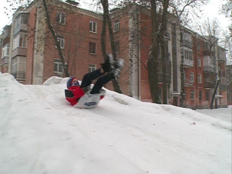 В Ярославле появляются ледяные горки