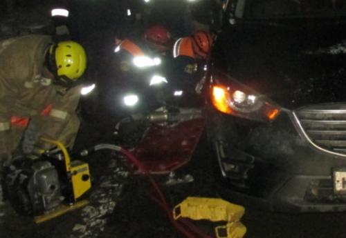 Жуткая авария на съезде Юбилейного моста: женщину переехали две иномарки