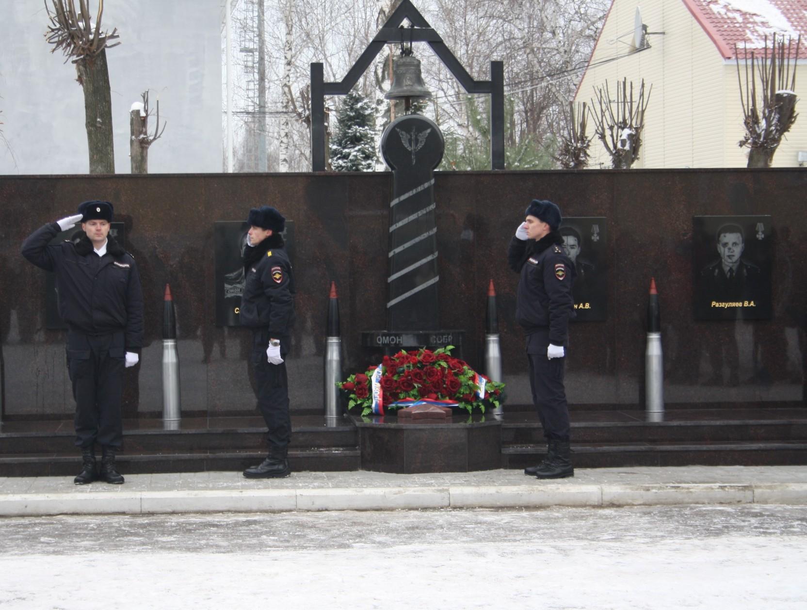 ТНС энерго Ярославль» приняло участие в открытие мемориала сотрудникам ОМОН и СОБР, погибшим при исполнении
