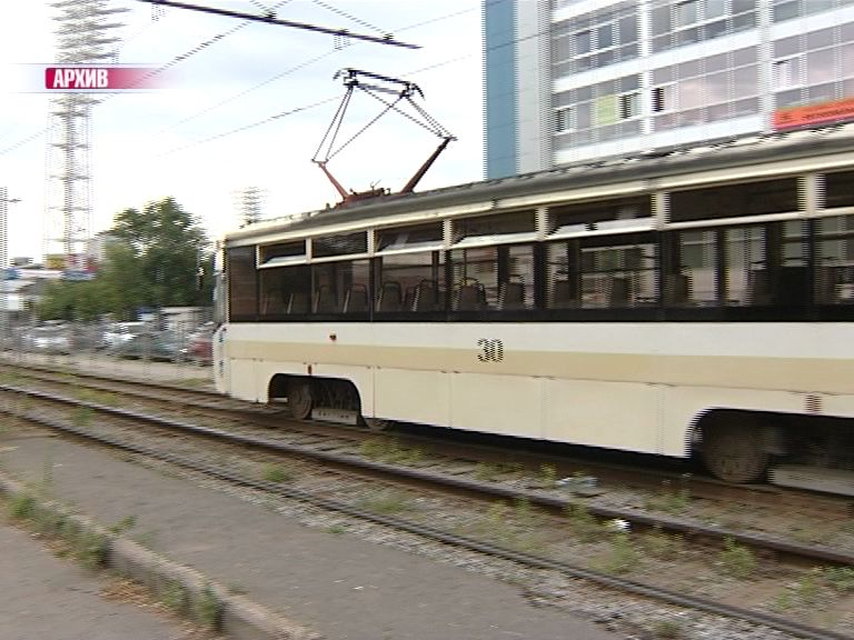 Трамвай с пассажирами сошел с путей в Ярославле
