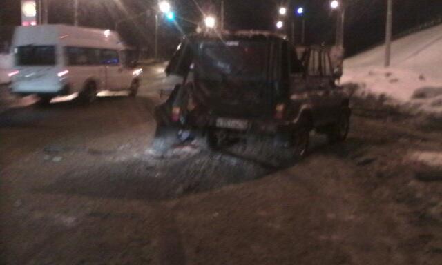 У «Лакокраски» локомотив протаранил УАЗ: погиб водитель внедорожника