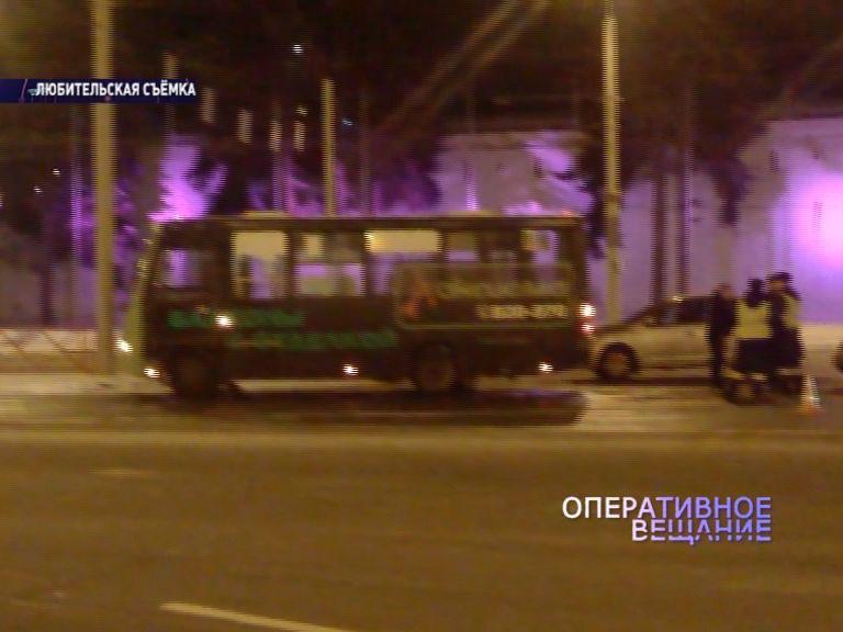На Богоявленской площади не смогли разъехаться легковушка и такси