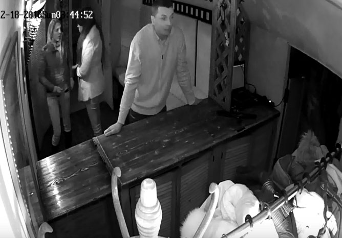ВИДЕО: Кража телефона в одном из баров Ярославля попала на камеру видеонаблюдения