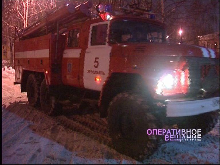 Во дворе на улице Стачек вспыхнул грузовик