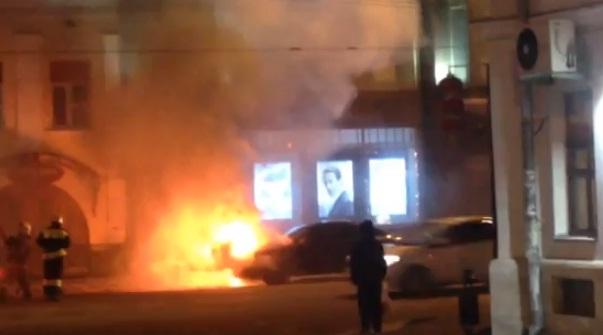 ВИДЕО: На Комсомольской полыхала иномарка