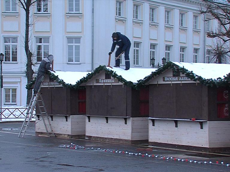На Советской площади начался демонтаж торговых рядов