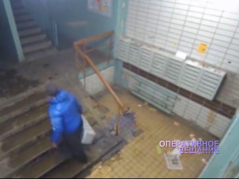 ВИДЕО: Ярославец забыл ключи от почтового ящика и решил проблему кардинально