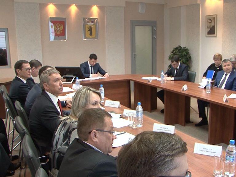 Дмитрий Миронов провел оперативное совещание по вопросам коммуналки и инвестиций