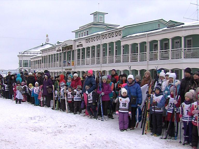 200 человек приняли участие в массовом забеге на лыжах