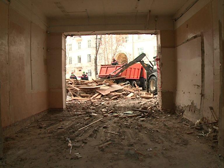 В Ярославле из-за аварии на сетях снесли аптеку