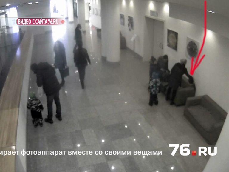 В Ярославле разыскивают женщину, которая унесла дорогой фотоаппарат