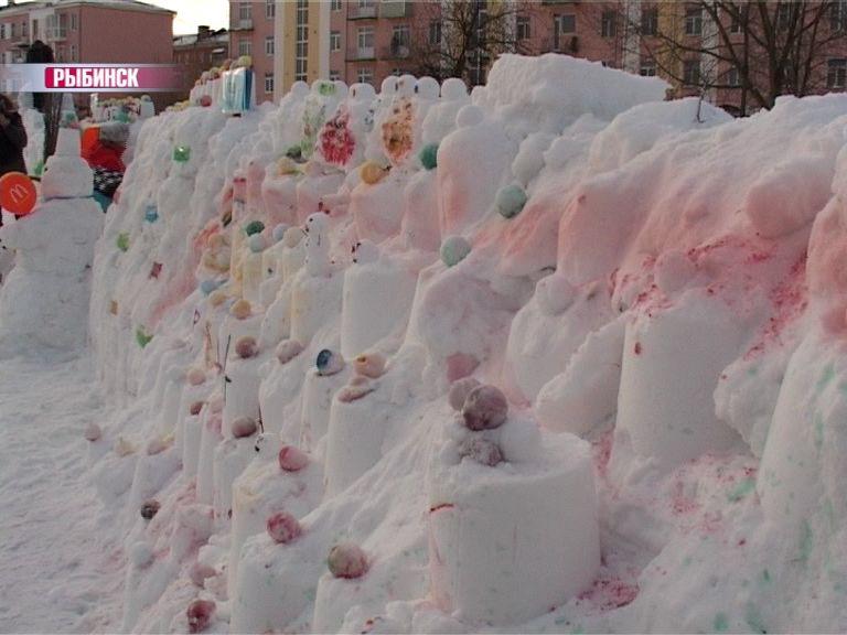 В Рыбинске построили самую большую снежную крепость в России
