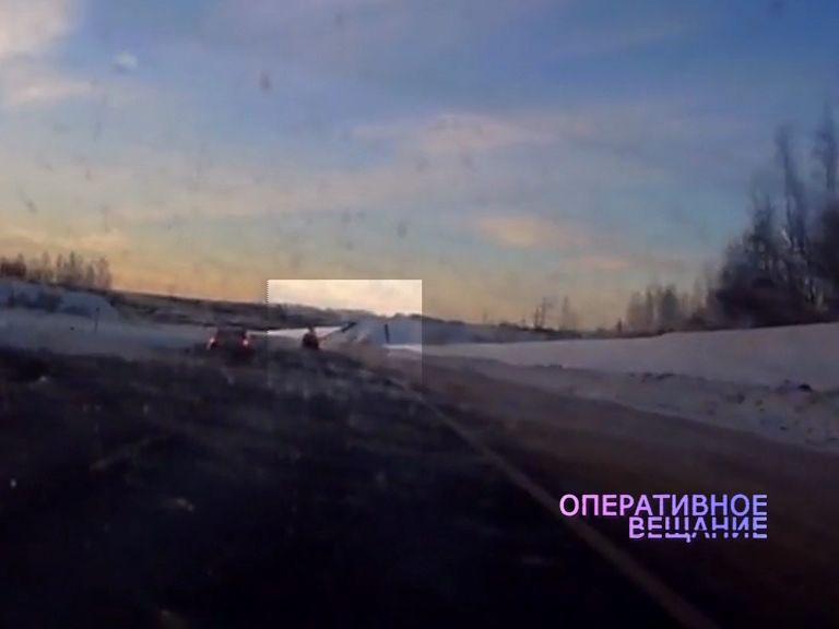 На выезде из Ярославля с трассы вылетел легковой автомобиль