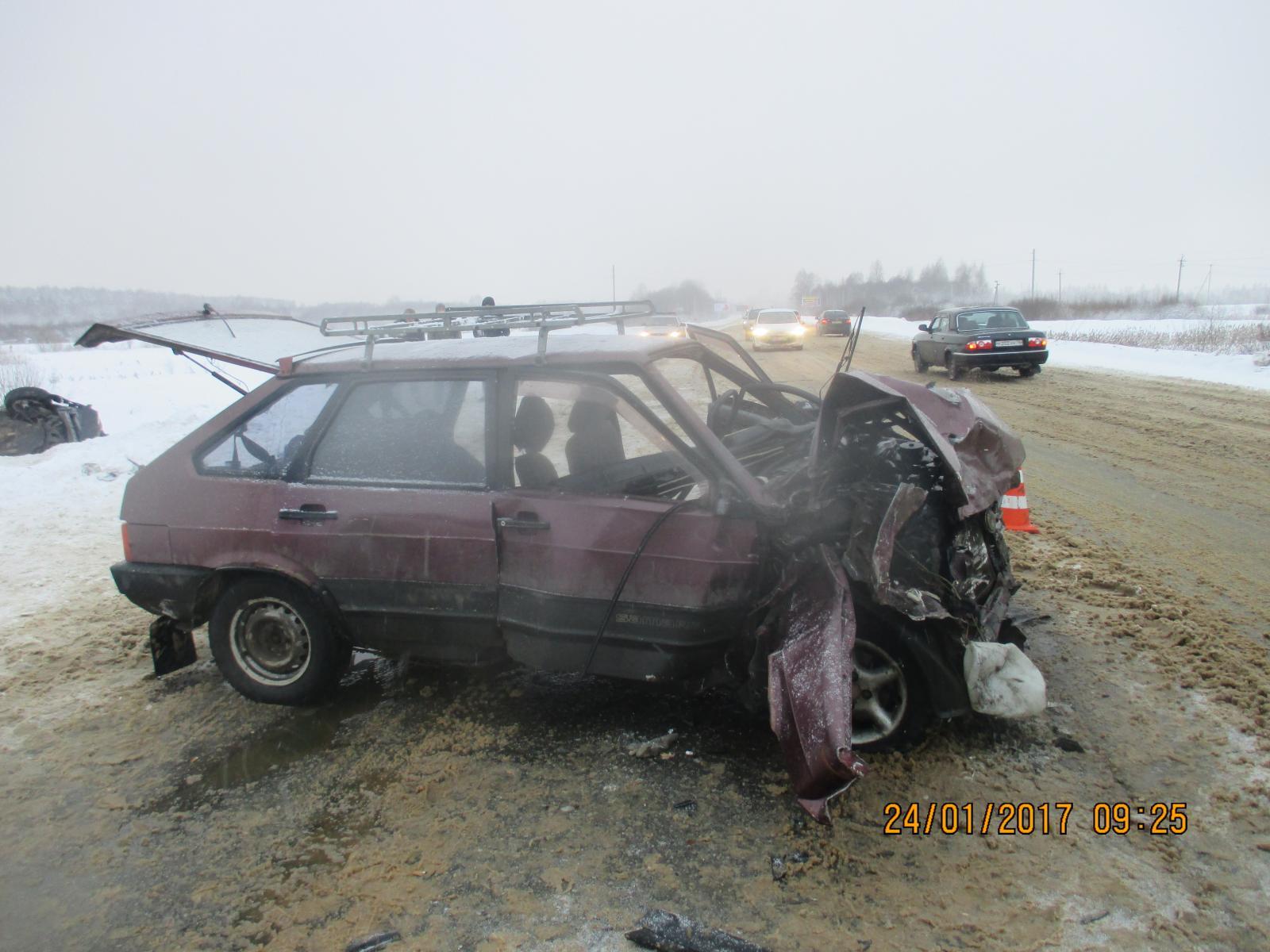 В Рыбинском районе «девятка» влетела в «Ниву»: пять пострадавших в больнице