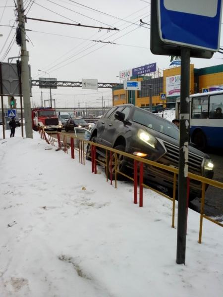 В Даниловском районе «девятка» столкнулась с грузовиком: погибла женщина