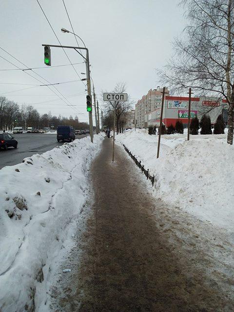 В Ярославле прямо посередине пешеходной дорожки установили знак «Стоп-линия»