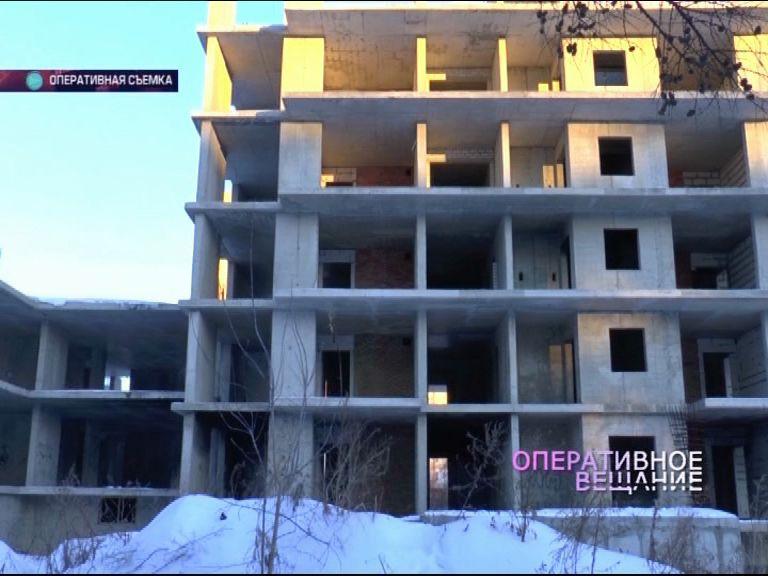 В Ярославле мужчина провалился в шахту строящегося дома