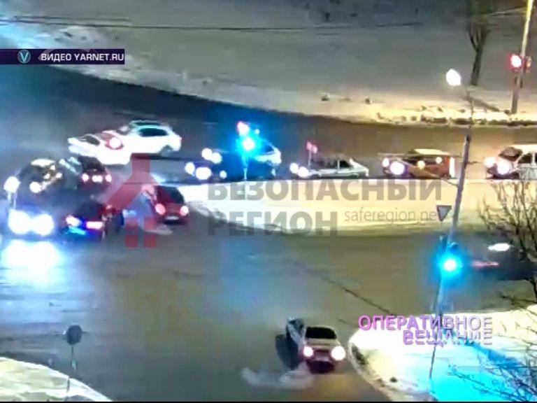 В Дзержинском районе две аварии попали в камеры видеонаблюдения