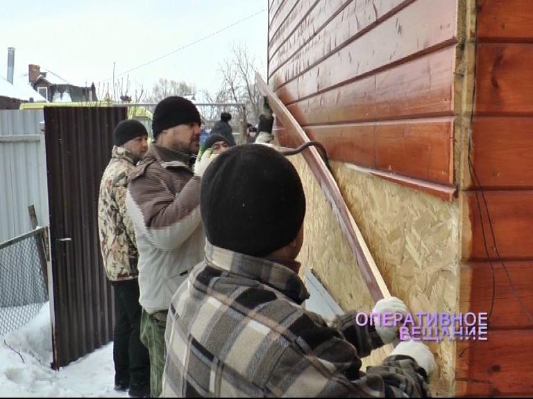 Семейный скандал: В Переславле по решению суда сносят часть деревянного дома
