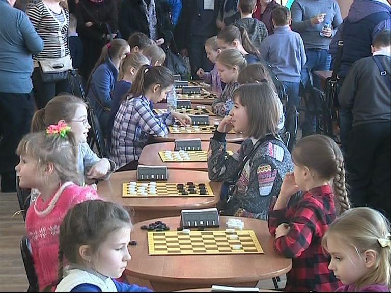 В Ярославле стартовал Чемпионат и первенство Центрального и Северо-Западного федеральных округов по русским шашкам