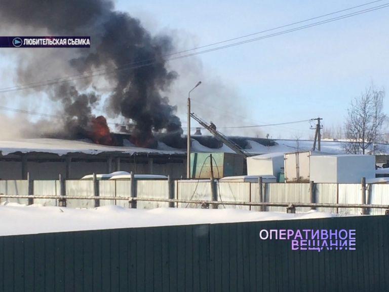 На окраине Ростова вспыхнул ангар с туалетной бумагой
